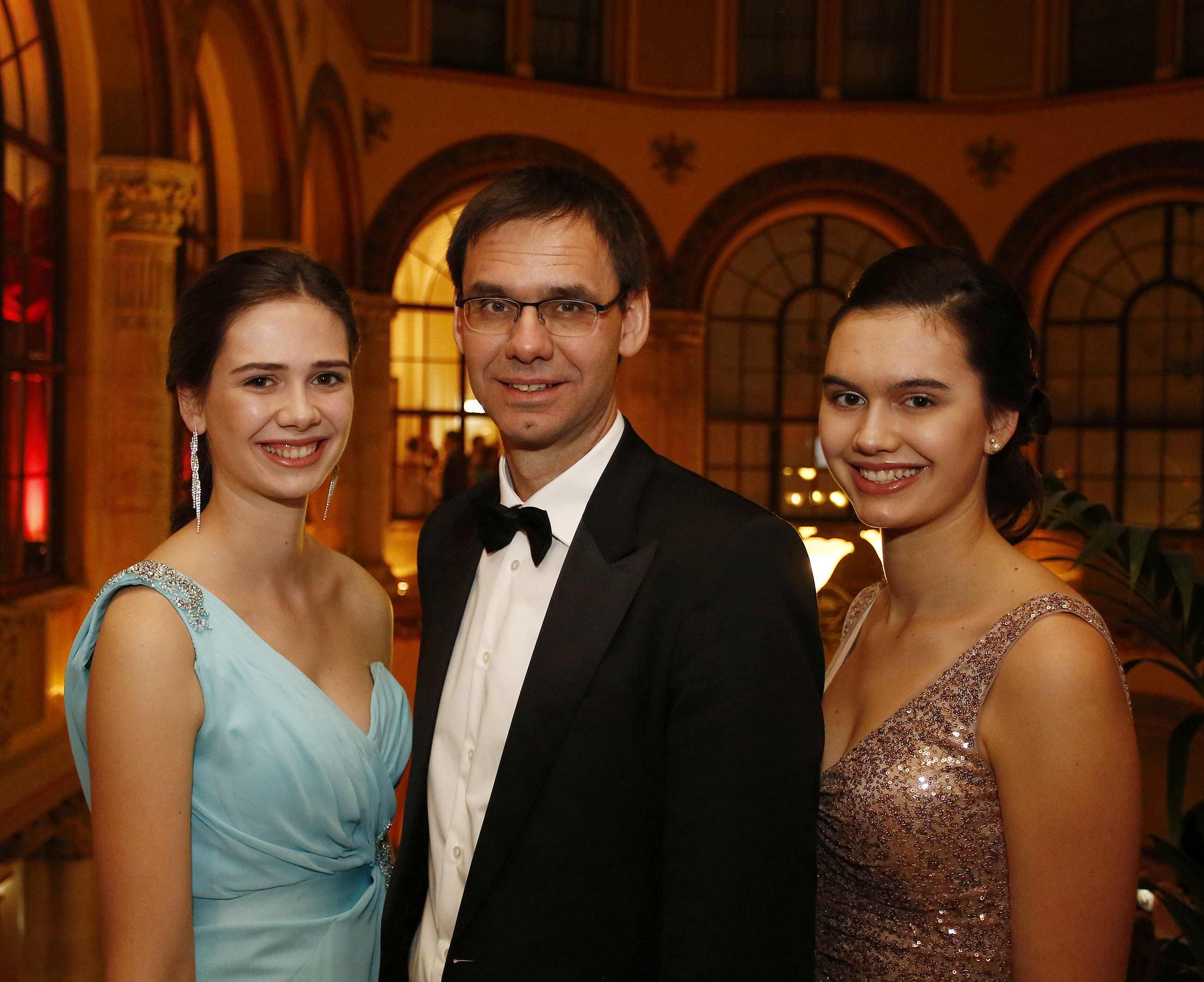 Landeshauptmann Markus Wallen mit Töchtern